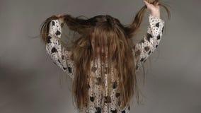 愉快的小女孩振翼的头发 影视素材