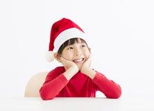 愉快的小女孩等待的和想法的圣诞节 库存照片