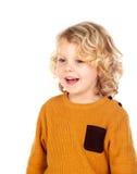愉快的小白肤金发的儿童whith黄色球衣 免版税库存图片