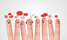 愉快的小组与社会闲谈标志和讲话b的手指面带笑容 库存图片