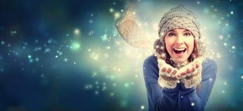 愉快的少妇吹的雪 免版税图库摄影
