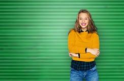 愉快的少妇或青少年的女孩便衣的 免版税库存图片