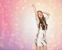 愉快的少妇或青少年的女孩跳舞在党 免版税库存照片