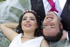 愉快的已婚夫妇画象  免版税图库摄影