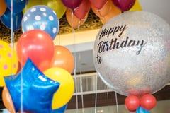 愉快的庆祝党的抽象五颜六色的气球 库存图片