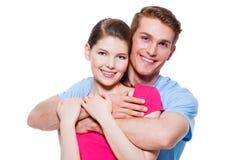 年轻愉快的微笑的夫妇画象 免版税库存照片