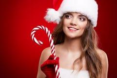 愉快的微笑的妇女在圣诞老人圣诞节服装 库存图片