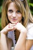 愉快的微笑的妇女年轻人 免版税图库摄影