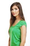 愉快的微笑的妇女画象在一件绿色女衬衫穿戴了 免版税库存图片