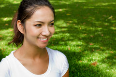 愉快的微笑的妇女 免版税图库摄影