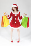 愉快的微笑的白种人圣诞老人女孩决定不了与大量C 免版税库存照片