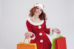 愉快的微笑的白种人圣诞老人女孩决定不了与大量C 免版税库存图片