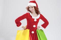 愉快的微笑的白种人圣诞老人女孩决定不了与大量C 免版税图库摄影