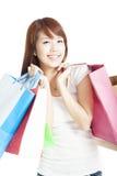 愉快的微笑的购物妇女 免版税库存照片