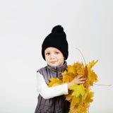 愉快的快乐的美丽的小男孩画象反对白色后面的 图库摄影