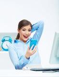 愉快的惊奇的女商人画象电话的在白色 免版税库存图片