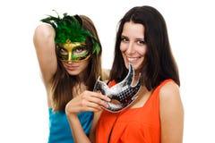 愉快的意大利屏蔽当事人二妇女年轻&# 免版税库存图片