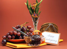 愉快的感恩天断裂或早晨早午餐用多士、果冻和葡萄 免版税图库摄影