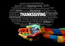 愉快的感恩措辞在五颜六色的被绘的手上的拼贴画 库存照片