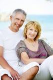 愉快的成熟夫妇户外 免版税库存照片
