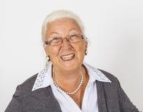 愉快的成熟微笑的妇女 免版税库存图片