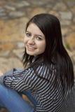 愉快的户外妇女年轻人 免版税图库摄影