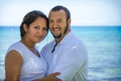 愉快的新夫妇 免版税库存照片