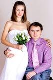 愉快的新婚佳偶纵向 库存照片