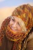 愉快的新金发碧眼的女人 免版税库存照片