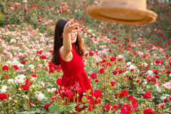 愉快的时间在玫瑰园里 免版税库存图片