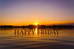 `愉快的星期五`用日落水,暮色时间 免版税库存图片