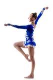 愉快的杂技演员女孩跳舞 免版税库存图片
