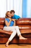 愉快的母亲和儿子画象在家 免版税库存图片