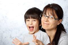 愉快的母亲和儿子 库存图片