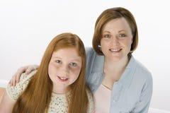 愉快的母亲和女儿 库存照片