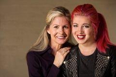 愉快的母亲和女儿 免版税图库摄影