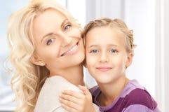 愉快的母亲和子项 免版税库存图片