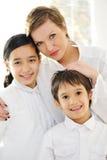 愉快的母亲女儿和儿子画象  免版税库存图片