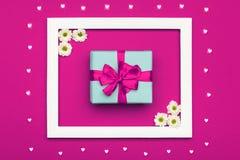 愉快的母亲` s天,妇女` s天,华伦泰` s天或生日淡色糖果上色背景 桃红色花卉舱内甲板位置 免版税库存图片