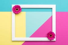 愉快的母亲` s天,妇女` s天,华伦泰` s天或生日淡色糖果上色背景 花卉舱内甲板位置概念 免版税图库摄影