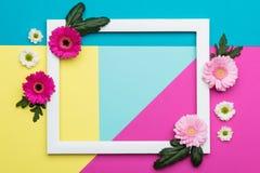 愉快的母亲` s天,妇女` s天,华伦泰` s天或生日淡色糖果上色背景 花卉舱内甲板位置 免版税库存照片