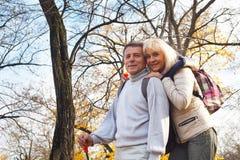 愉快的浪漫中部年迈的夫妇 库存图片