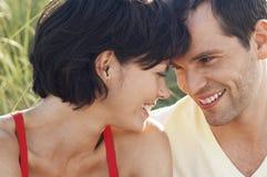 愉快的浪漫夫妇特写镜头  免版税库存照片
