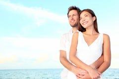 愉快的海滩夫妇纵向 免版税库存照片