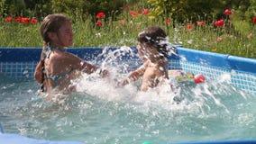 愉快的游泳 股票视频