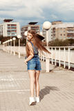 愉快的溜冰者女孩 图库摄影