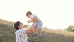 愉快的演奏一起获得的父亲和儿子乐趣 影视素材