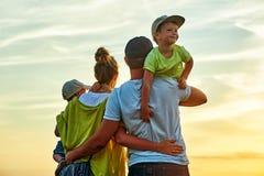 愉快的爱恋的家庭! 图库摄影