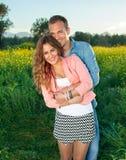 愉快的爱恋的有吸引力的年轻夫妇 免版税库存图片