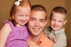 愉快的爱恋的childern父亲和的他的 库存图片